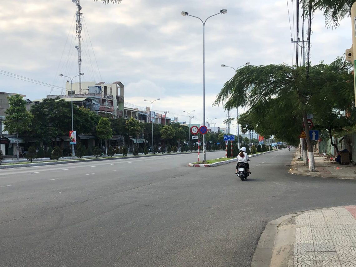 empty street in Da nang